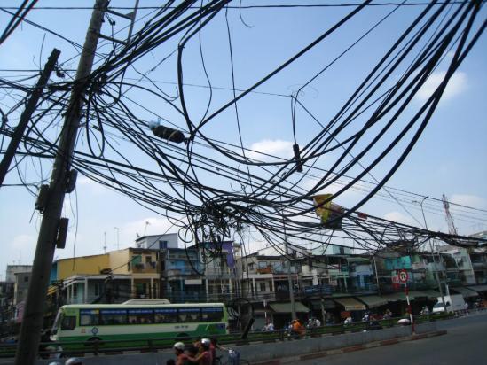 le réseau électrique à Ho Chi Minh (idem à Hanoi)