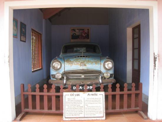 Pagode Thien Mu; voiture utilisée en 1963 par le moine Tich Quang Duc pour se rendre à Saigon et s'immoler par le feu